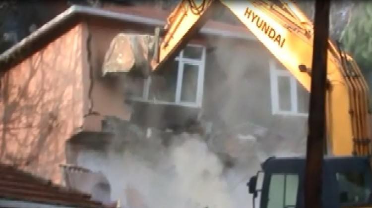 Örgüt tüneli bulundu...O bina yıkıldı