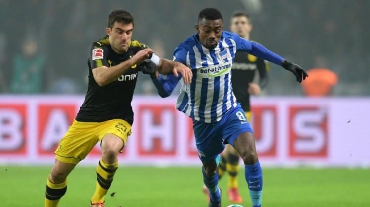 Borussia Dortmund puanı zor kurtardı