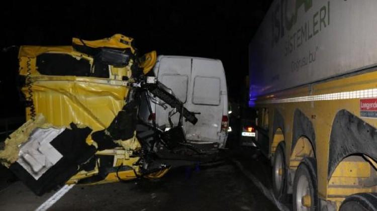 Pamukova'da 7 araç birbirine girdi: 5 yaralı