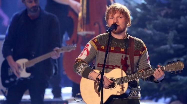 Ed Sheeran köyden 4 ev aldı!