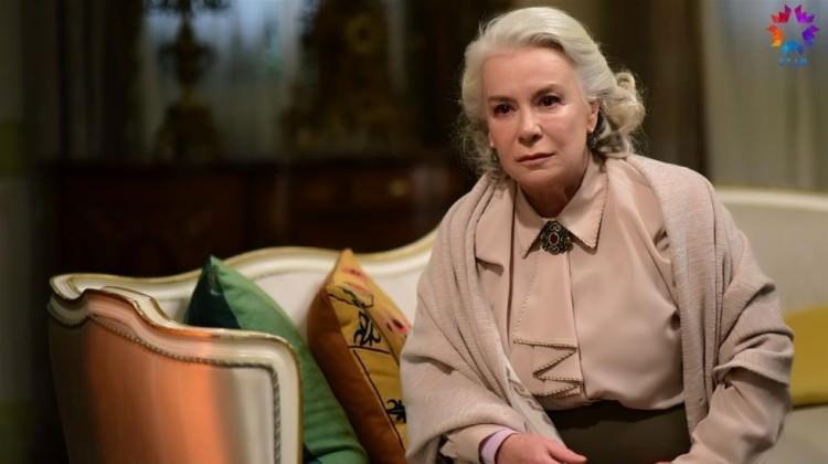 İstanbullu Gelin 35.bölüm fragmanı! Esma'ya büyük şok, aile dağılıyor