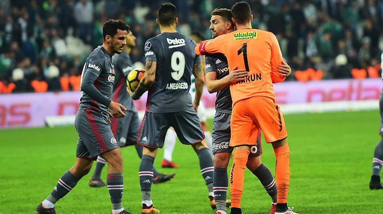 İtalyanlar milli futbolcumuz için tribündeydi!