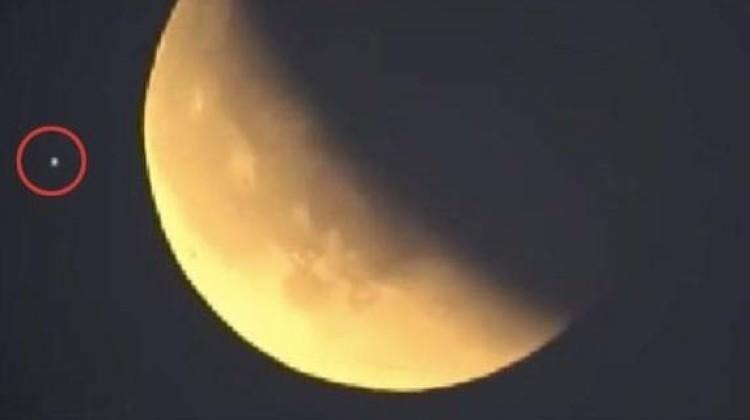 NASA'nın canlı yayınındaki görüntü şaşkına çevirdi