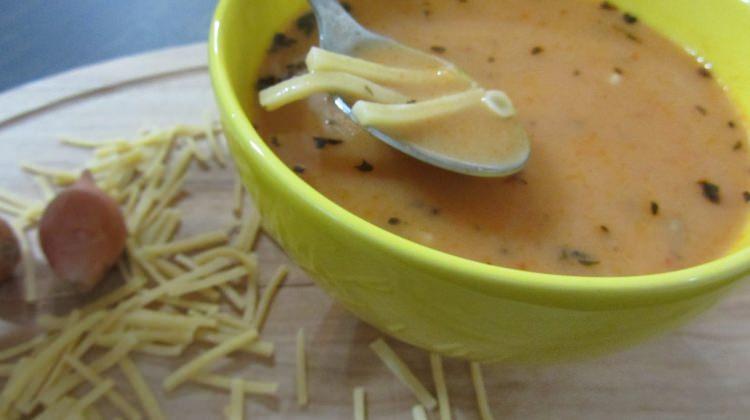 Sütlü erişteli tarhana çorbası tarifi