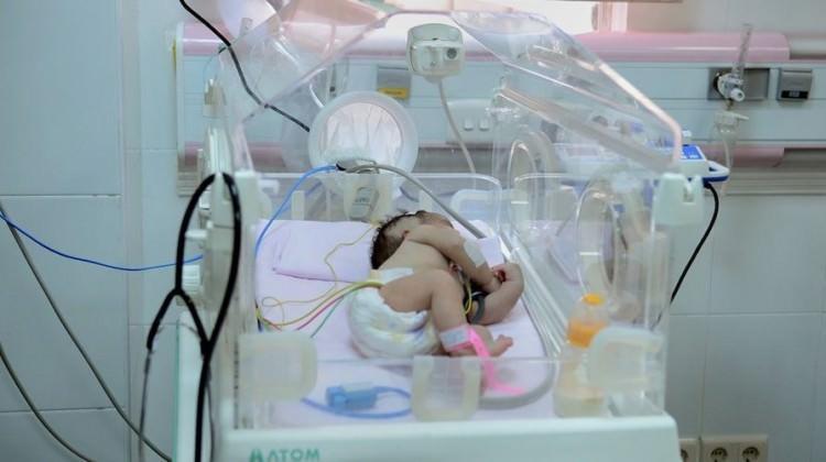 Gazze'de ilaç krizinin kurbanı 4 günlük bebek