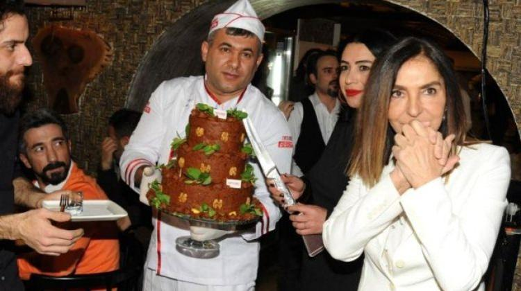 İbrahim Tatlıses çiğköfteden pasta yaptırdı
