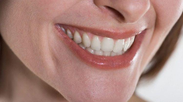 Diş eti kanaması neden olur? Tedavisi nasıl?