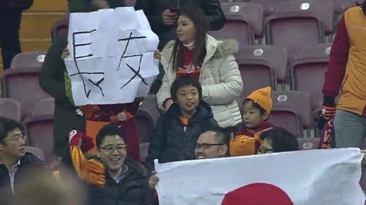 Japon taraftarlar TT Stadı'na akın etti