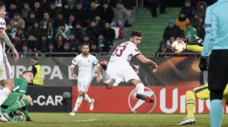 Milan ilk maçta işi bitirdi