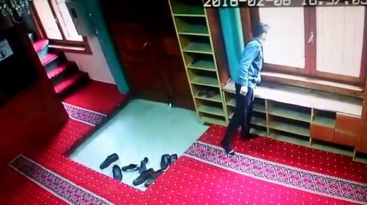 Namaz vaktinde camiyi soymaya kalktılar