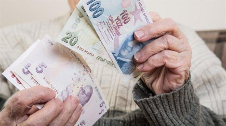 Emekli maaşları asgari ücretle eşitlenecek