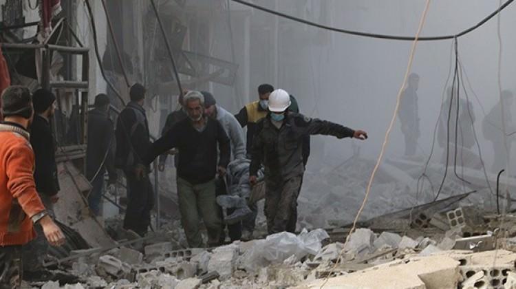 Fotoğraflarla belgelendi: Paraşütle bomba attılar