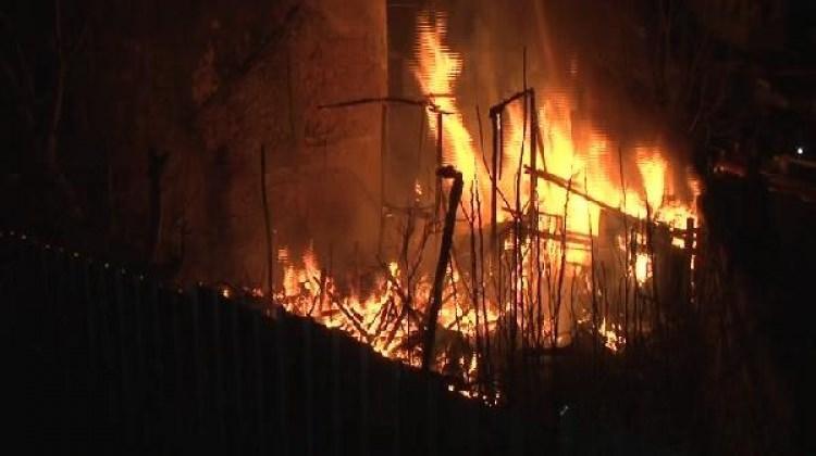 Fatih'te gecekondu yangını