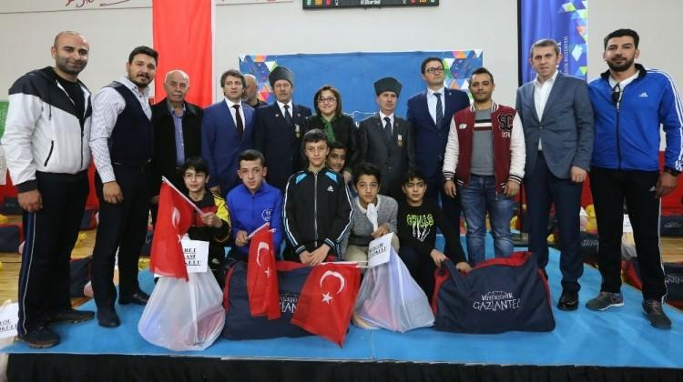 Gaziantep BB'den okullara spor desteği
