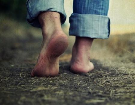toprağa çıplak ayak basmak