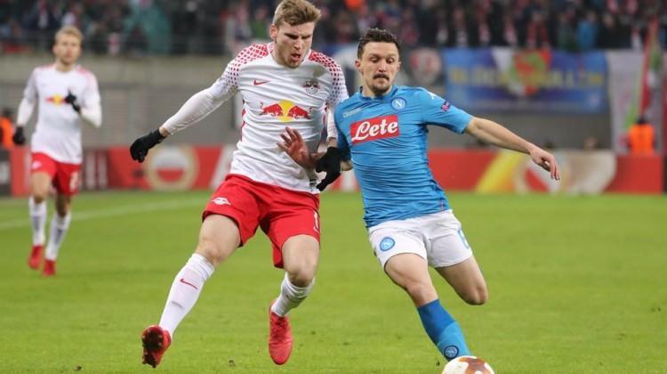Napoli 2 fark attı, Leipzig turladı