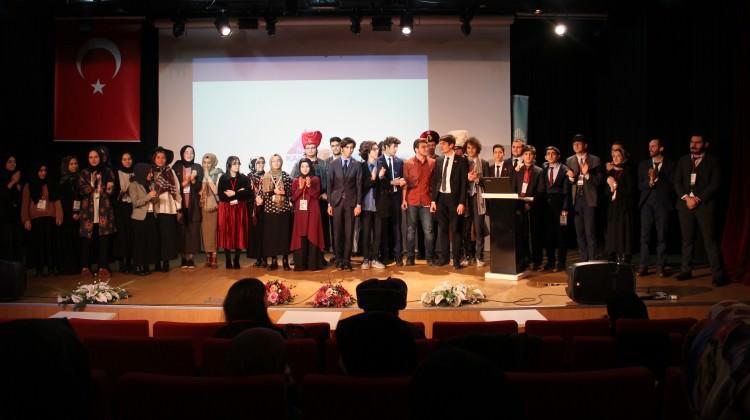3 kıtadan 400 öğrenci Kartal'da buluştu