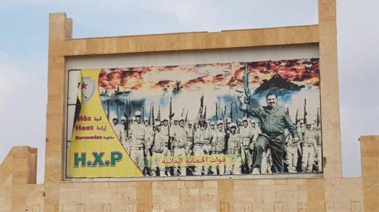 Öcalan ve diğer teröristlerin posterini astılar!