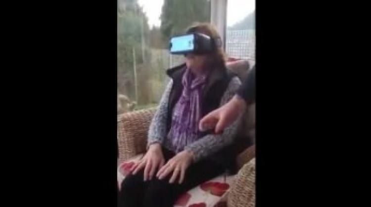 Yaşlı teyzenin sanal gözlükle imtihanı