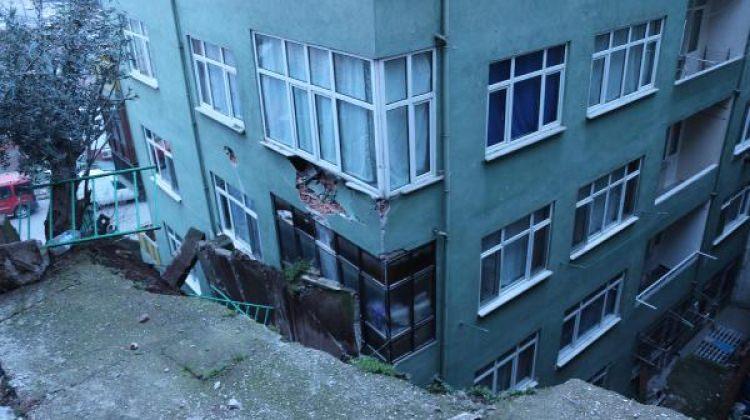 İzmit'te istinat duvarı binanın üzerine çöktü