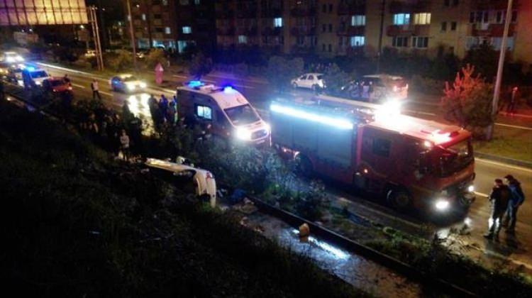 Otomobil istinat duvarından düştü: 1 ölü, 3 yaralı