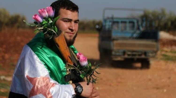 YPG zulmünden kaçan Afrinlileri ÖSO karşıladı