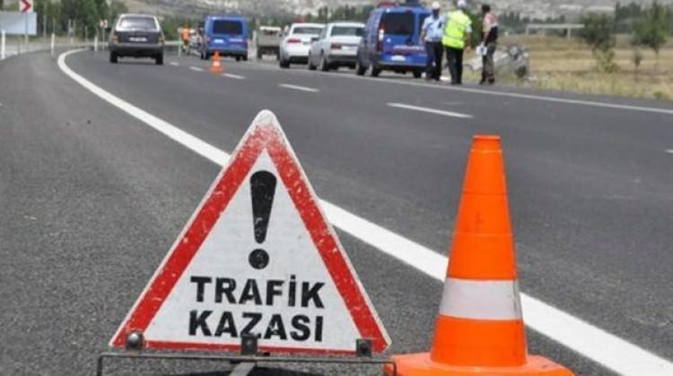 İstanbul'u kilitleyen kaza! Araçlar ters yönde...