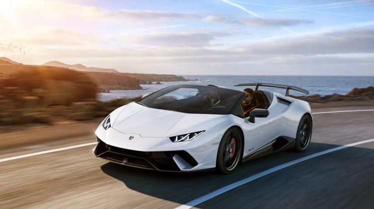Lamborghini yeni canavarını tanıttı!