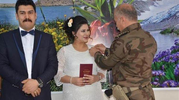Fotoğraf için gelmişti! Hakkari'de evlendi