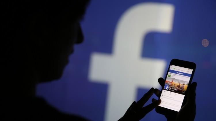 Facebook'a bir darbe de ünlü isimlerden