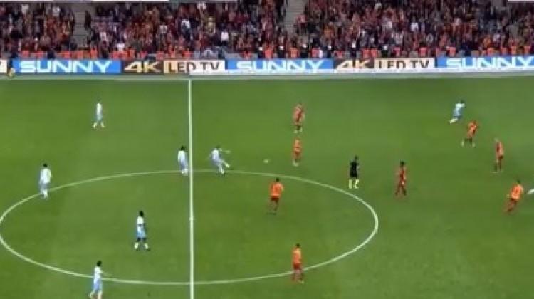 Dev maçta inanılmaz gol! Orta sahadan...