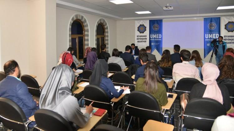 Diyarbakır'da medya okulu eğitimi başladı