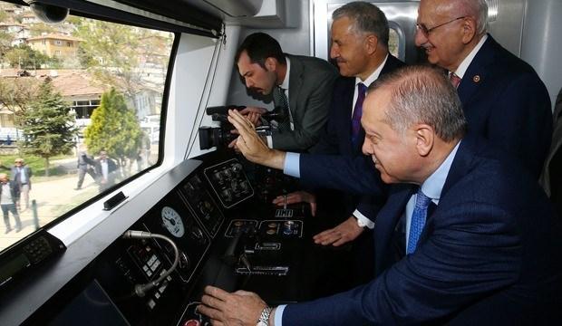 Cumhurbaşkanı Erdoğan, makinist koltuğuna oturdu