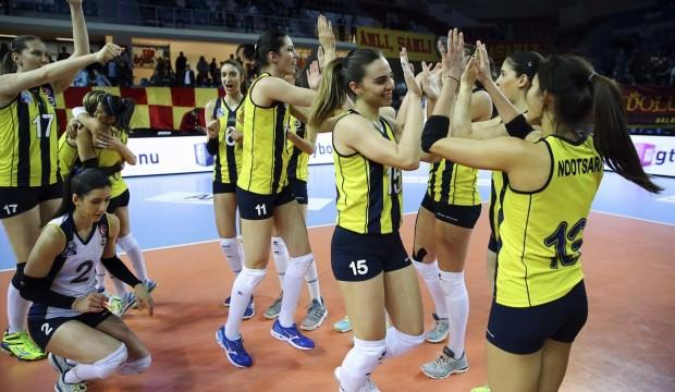 Fenerbahçe derbide G.Saray'ı devirdi