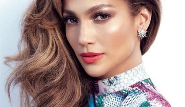 Jennifer Lopez makyaj koleksiyonu çıkarıyor