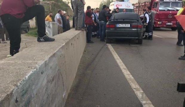 Otomobil beton duvara çarparak durabildi: 3 yaralı
