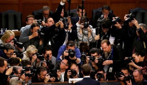 Zuckerberg'in senatoda zor anları
