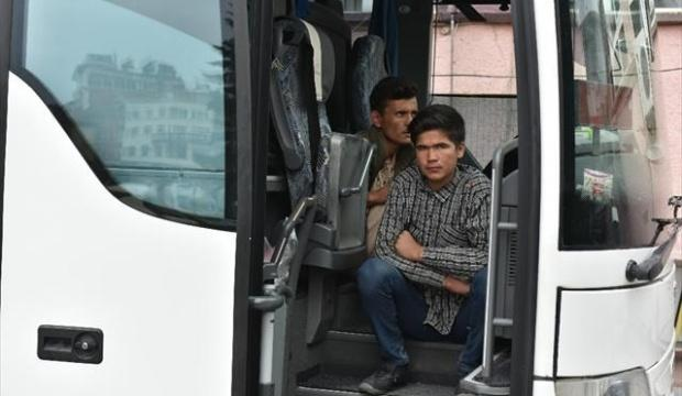 50 kaçak göçmen yakaladı