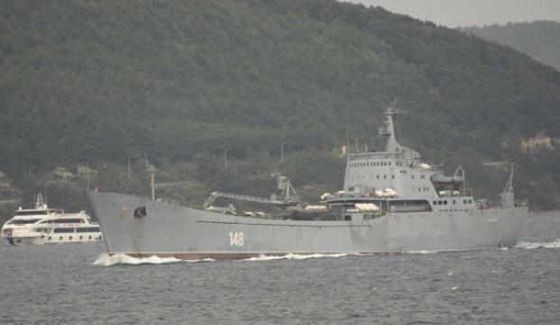 Askeri araç yüklü Rus gemisi boğazdan geçti
