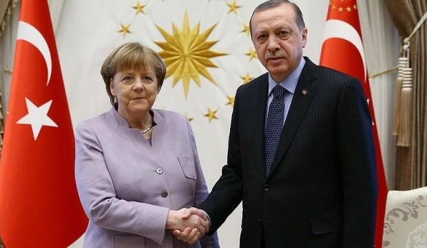 Cumhurbaşkanı Erdoğan Merkel ile Suriye'yi görüştü