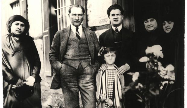 Genelkurmay arşivinden 'Atatürk'ün çocuk sevgisi'