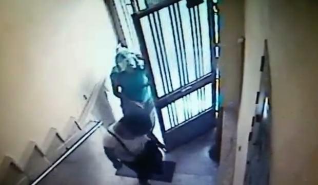 Kadın hırsızların kapıyı açma yöntemi pes dedirtti