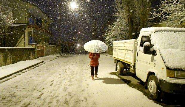 Nisan'da kar sürprizi Karslıları şaşırttı