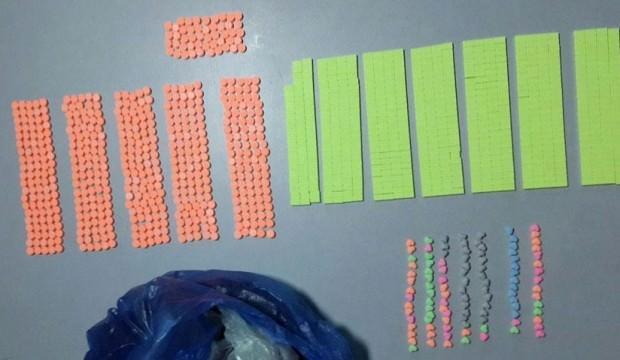 Tişörtünden bin 324 uyuşturucu hap çıktı
