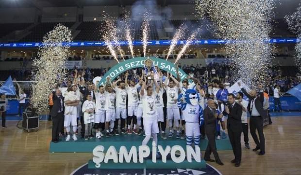 Şampiyon Türk Telekom kupasını aldı
