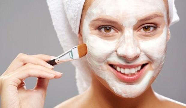 Kırışıklık giderici yoğurt maskesi nasıl yapılır? Ev yapımı kırışıklık maskesi