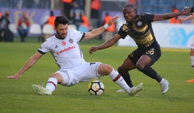 Beşiktaş'ta sakatlık! Maça devam edemedi