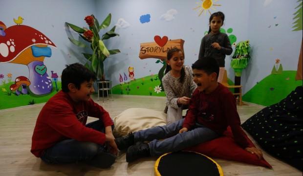 Yetim çocuklardan tiyatro oyunu