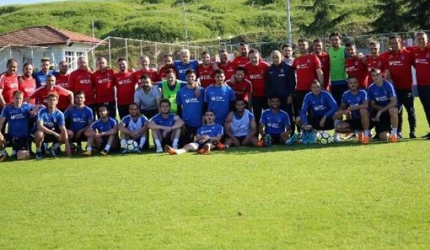 Futbolcular Çalımbay'a veda etti