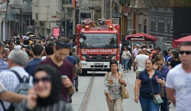 Taksim'de ilginç olay! Polis itfaiyeye ceza kesti